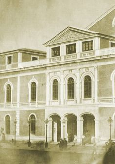 El Teatro de los Infantes era inaugurado el 25 de octubre de 1862 por la reina Isabel II. Ya en 1868, y de forma temporal, pasaba a denominarse Teatro de la Soberanía Nacional, pasando a ser llamado Romea en 1872. https://www.facebook.com/MuseoHuertanoDeMurcia/photos/a.378626512222588.91371.291544554264118/1006595959425637/?type=3
