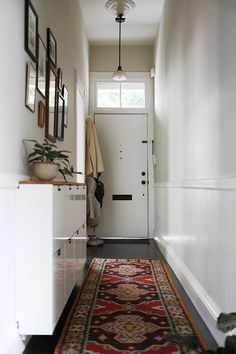 29 Super ideas apartment entryway narrow hallway storage - Image 18 of 23 Narrow Entryway, Hallway Ideas Entrance Narrow, Front Door Entrance, Front Doors, Modern Hallway, Corridor Ideas, Narrow Hallway Decorating, Upstairs Hallway, Ikea Hallway
