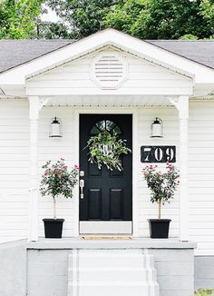 The Gatehouse: Curb Appeal Ideas - Thistlewood Farm - - Looking for curb appeal ideas? We recently transformed our gatehouse with a few curb appeal ideas. Easy, inexpensive and fun curb appeal ideas. Front Porch Steps, Small Front Porches, Front Porch Design, Porch Designs, Front Deck, Front Stoop Decor, Cement Steps, Veranda Design, Balcony Design