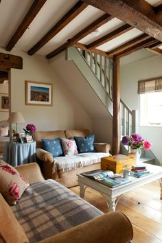 Cottage decor: Living room | via Charlotte Coward-Williams Photographer