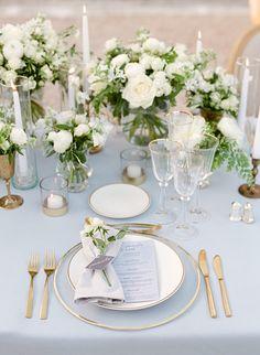 Wedding Reception Table Decorations, Wedding Centerpieces, Masquerade Centerpieces, Table Set Up Wedding, Gold Table Decor, Quinceanera Centerpieces, Centerpiece Flowers, Decor Wedding, Chic Wedding