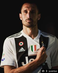 💪🏻💪🏻💪🏻 #Repost @juventus ・・・ Captain Chiello. 💪 #FinoAllaFine #ForzaJuve Juventus Players, Juventus Fc, Football Wallpaper, Soccer World, Adidas, Football Team, Fifa, Cristiano Ronaldo, Club