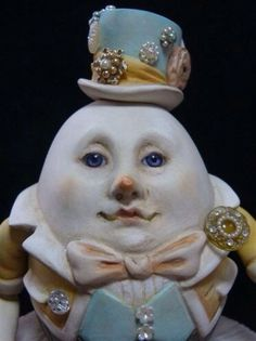 Humpty Dumpty with pearls statue