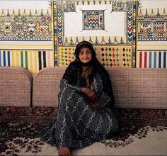 My mothers house- Famous house painter from Asir region Saudi Arabia Life In Saudi Arabia, Saudi Arabia Culture, Arabian People, Arabian Decor, Middle Eastern Art, Pottery Patterns, House Painter, Islamic World, The Beautiful Country