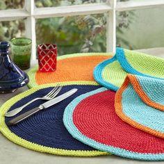 Crochet everything. Crochet Diy, Crochet Home Decor, Crochet Circles, Crochet Mandala, Crochet Placemats, Crochet Doilies, Knitted Christmas Decorations, Knitting Patterns, Crochet Patterns