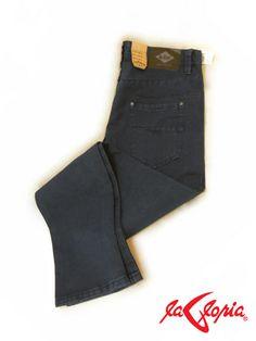 Son básicos. Probablemente todos tenemos más de uno en nuestros clóset. Sin embargo por simples pasan desapercibidos y muchas veces nos complicamos para usarlos con estilo,  Te invito a 1er.piso para que encuentres el jeans perfecto.
