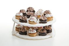Easily transport your tasty treats to any party with this collapsible cupcake and cake carrier from Progressive. This ingeniously designed carrier allows you to transport 24 cupcakes, a ten inch round layer cake or a nine inch square layer cake. Cupcake Carrier, New Kitchen Gadgets, Space Saving Kitchen, Oven Cleaning, Peanut Butter Cookies, Cake Mold, Mini Cupcakes, Yummy Treats, Cookie Recipes