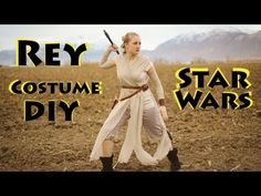 Rey costume ideas for Halloween. Make your own Star Wars Rey costume with these DIY costume instructions and ideas. Find out how to put together a costume from clothes you have, find cheap accessori Costume Star Wars, Jedi Costume, Bride Costume, Rey Star Wars, Disney Costumes, Halloween Costumes, Skeleton Costumes, Fun Costumes, Halloween Halloween