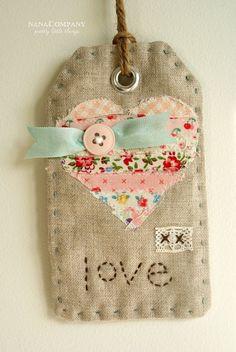 Sweet little fabric tag // etiqueta de tela con apliques