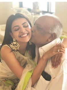 Kajal Aggarwal (aka) Kajal Agarwal photos stills & images Bollywood Actress Hot, Tamil Actress, Hd Wallpapers For Mobile, Mobile Wallpaper, Hd Photos, Cover Photos, Top Celebrities, Celebs, Facebook Profile Picture