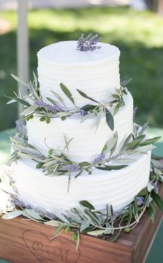 white wedding cake with greenery for summer wedding lavender bridesmaid dresses grey men's suits and centerpieces Sage Wedding, Wedding Cake Rustic, Elegant Wedding Cakes, Wedding Cake Designs, Purple Wedding, Wedding Cake Toppers, Wedding Lavender, Lavender Cake, Lavender Wedding Decorations