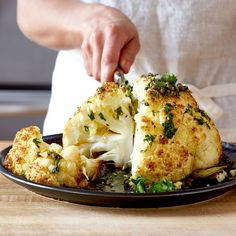 Enjoy a tasty and delicious meal with your loved ones. Learn how to make Grilled cauliflower steaks with homemade pesto & see the Smartpoints value of this great recipe. Easy Cauliflower Recipes, Califlower Recipes, Grilled Cauliflower, Whole Roasted Cauliflower, Cauliflower Steaks, Cauliflower Poppers, Healthy Recipes, Ww Recipes, Great Recipes
