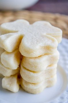 The Softest Sugar Cookies of Your Life from The Food Charlatan. The SOFTEST Sugar Cookies of Your Life (That Hold Their Shape) from The Food Charlatan Brownie Desserts, Mini Desserts, Just Desserts, Delicious Desserts, Dessert Recipes, Yummy Food, Drink Recipes, Soft Sugar Cookie Recipe, Soft Sugar Cookies