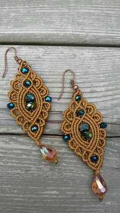 I would use this as a focal point on a bracelet: Macrame Bag, Macrame Necklace, Macrame Knots, Macrame Jewelry, Macrame Bracelets, Macrame Earrings Tutorial, Macrame Tutorial, Earring Tutorial, Crochet Earrings