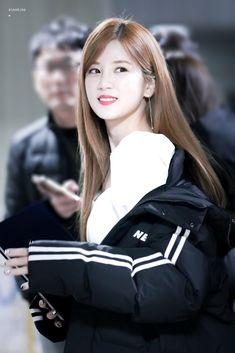 Park Chorong Apink❤2018 Panda Eyes, Rain Jacket, Bomber Jacket, Pink Panda, Chubby Cheeks, Kpop Girls, Korean Girl, Asian Beauty, Girl Group