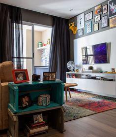 Open house - Juliana Rocha. Veja: https://casadevalentina.com.br/blog/detalhes/open-house--juliana-rocha-2832 Adoro os quadros no alto da parede em cima do painel da TV