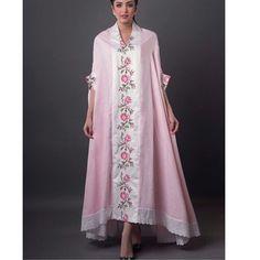 Such a cool kaftan Kaftan Abaya, Abaya Fashion, Boho Fashion, Blouse Dress, African Dress, Maternity Dresses, Daily Fashion, Abayas, Dress Patterns