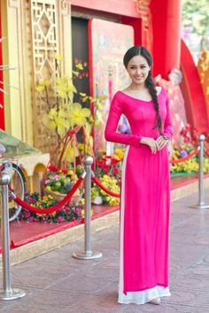 Ngắm mỹ nhân Việt đẹp dịu dàng trong tà áo dài