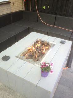 Een vuurtafel van steigerhout. Via vuur-tafel nl. Erg mooi. De vuurtafel is een ideale sfeermaker. Een glas ombouw is een optie!