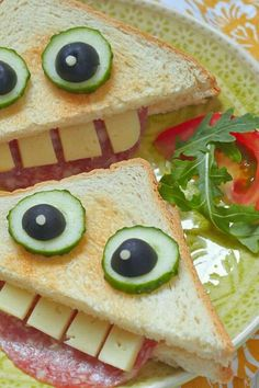 Ideas fáciles y divertidas de comidas para Halloween Halloween recipes to try for the kids. They enjoy to eat in funny ways. Ideas fáciles y divertidas de comidas para Halloween Halloween recipes to try for the kids. They enjoy to eat in funny ways. Cute Food, Good Food, Yummy Food, Toddler Meals, Kids Meals, Kids Fun Foods, Cute Kids Snacks, Toddler Food, Baby Food Recipes