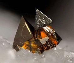 50 個世界級超菱角奇特礦石,不得不讚嘆上帝精燦的鬼斧神工!