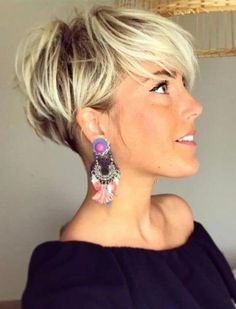 26 Pixie Hairstyles Don't Care About Your Hair Short Pixie Haircuts for Thick Hair - Get Your Inspiration for 2019 - Short Pixie Latest Pixie Cuts for Round Face You'll Love for Summer 2019 - Short Pixie CutsBest Short Haircuts trends and Pixie Haircut For Thick Hair, Short Hairstyles For Thick Hair, Short Pixie Haircuts, Curly Hair Cuts, Bob Hairstyles, Curly Hair Styles, Bob Haircuts, Blonde Short Hair Pixie, Office Hairstyles