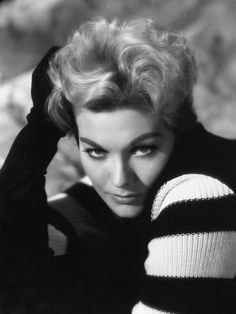 Picture of Kim Novak Golden Age Of Hollywood, Hollywood Glamour, Hollywood Stars, Hollywood Actresses, Classic Hollywood, Old Hollywood, Actors & Actresses, Female Actresses, Celebrities Then And Now