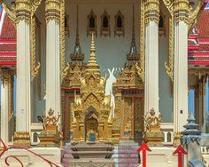 2015 Photograph, Wat Phrom Chariyawat Phra Ubosot Entrance, Pak Nam Pho, Mueang Nakhon Sawan, Nakhon Sawan, Thailand, © 2016. ภาพถ่าย ๒๕๕๘ วัดพรหมจริยาวาส ทางเข้า พระอุโบสถ ปากน้ำโพ เมืองนครสวรรค์ จังหวัดนครสวรรค์ ประเทศไทย