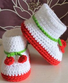 Adorable baby booties free pattern with cherry ties - available in 3 sizes