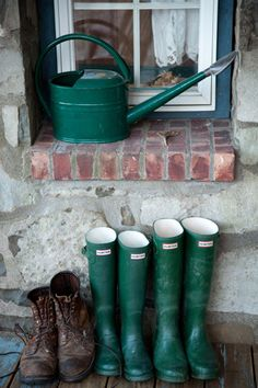 Green Rubber boots and watering can. English Country Cottages, English Countryside, Hunter Wellies, Hunter Boots, Muck Boots, Country Life, Country Living, Country Charm, Country Farmhouse