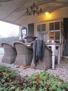 ❥ How sweet this would be if there were an actual porch floor under the table... I can't imagine trying to move those chairs in and out on the rocks... ;)