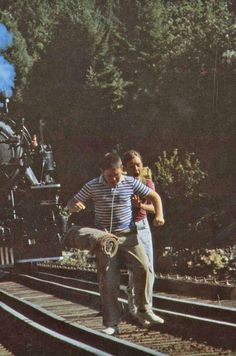 Stand By Me 1986 ~ I loved this movie. 1980s Films, 90s Movies, Good Movies, Scene Photo, Movie Photo, Movies Showing, Movies And Tv Shows, Gordie Lachance, Wil Wheaton