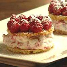Vadelma-kaurakakut - Reseptit - Ilta-Sanomat Kermit, Waffles, Cheesecake, Breakfast, Desserts, Food, Morning Coffee, Tailgate Desserts, Deserts