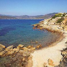 Stamani vi portiamo alla spiaggia degli stecchi a #capoliveri nello scatto di @fufungo. Continuate a taggare le vostre foto con #isoladelbaapp il tag delle vostre vacanze all'#isoladelba. http://ift.tt/1NHxzN3