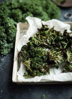 Hej! Så här gör du för att lyckas med krispiga grönkålschips! Även om det är enkelt så finns det några små knep för att de ska bli härligt krispiga. Så här lyckas du med... New Recipes, Holiday Recipes, Vegetarian Recipes, Healthy Recipes, Swedish Christmas Food, Lchf, Keto, Healthy Treats, Healthy Food
