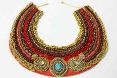 m-colar-de-crochê-bordado-com-cristais-murano-e-mandala-de-swarovisk.jpg (705×470)