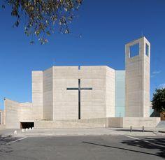 Imagen 1 de 52 de la galería de Parroquia San Norberto / Carlos Campuzano Castelló. Fotografía de Jorge Gamboa