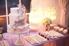 unique-wedding-cakes-applique-flowers.original.jpg (900×600)