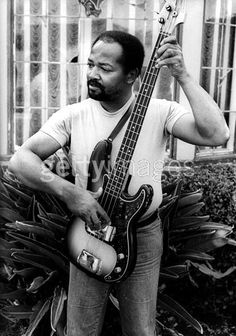 James Jamerson (US) Jazz Artists, Jazz Musicians, Music Guitar, Playing Guitar, James Jamerson, The Funk Brothers, Famous Black People, Victor Wooten, Fender Bass Guitar