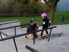 This guy who helped a nervous little girl learn to skateboard. | 17 Times Teenagers Were Not The Worst
