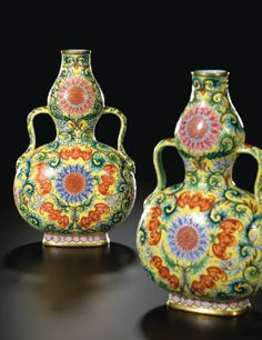 AN EXQUISITE PAIR OF YELLOW GROUND FAMILLE-ROSE DOUBLE-GOURD VASES SEAL MARKS AND PERIOD OF QIANLONG - Sotheby's