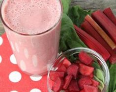 Rhubarb Cucumber and Celery Smoothie - Nutribullet Recipes : Nutribullet Recipes Smoothie Detox, Celery Smoothie, Fruit Smoothie Recipes, Nutribullet Recipes, Smoothie Drinks, Healthy Smoothies, Healthy Snacks, Detox Drinks, Fresh Bread Crumbs
