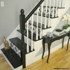 stair risers clever - Google Search Stenciled Stairs, Painted Stairs, Staircase Remodel, Staircase Makeover, Modern Staircase, Staircase Design, Spiral Staircases, Black Interior Doors, Interior And Exterior