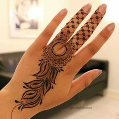 Explore latest Mehndi Designs images in 2019 on Happy Shappy. Mehendi design is also known as the heena design or henna patterns worldwide. We are here with the best mehndi designs images from worldwide. Modern Henna Designs, Latest Henna Designs, Henna Tattoo Designs Simple, Stylish Mehndi Designs, Modern Mehndi Designs, Mehndi Designs For Beginners, Mehndi Design Photos, Beautiful Henna Designs, Mehndi Designs For Fingers