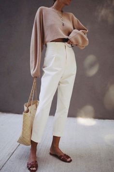Are you looking for effortless minimalist outfit ideas to refresh your spring wardrobe? For no brainer easy mornings, we round up fifteen looks to get you inspired. Mode Outfits, Casual Outfits, Fashion Outfits, Womens Fashion, Fashion Trends, School Outfits, Hijab Fashion, Fashion Clothes, Fashion Ideas