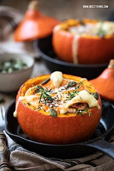 Stuffed pumpkin: Hokkaido filled with baked cheese, a vegetarian recipe for baked pumpkin. Spicy, warm and delicious, the perfect autumn soul food! Stuffed pumpkin with baked cheese, a vegetarian recipe for baked pumpkin - nicest things Joda Fish Recipes, Seafood Recipes, Vegetarian Recipes, Asian Recipes, Healthy Recipes, Fall Soup Recipes, Pumpkin Recipes, Baked Pumpkin, Stuffed Pumpkin