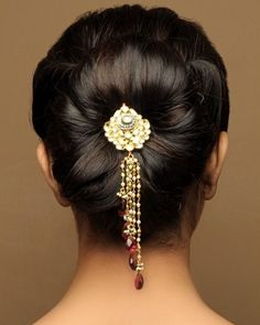 Wedding Hair Accessories Bridal Hairstyles for Indians - When it comes to wedding day hair, there is such a wide variety of options that one tends to get overwhelmed. 40 Indian Bridal Hairstyles are here to help you Indian Bun Hairstyles, Natural Hair Styles, Long Hair Styles, Hair Ornaments, Bridal Hair Accessories, Up Girl, Hair Jewelry, Jewellery, Hair Dos