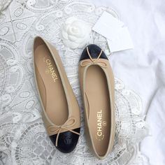 Chanel Ballet Flats, perfect with black pleated skirts and tailored trousers. #chanel #chanelshoes #springsummer #inspo More on wwww.symphonyofsilk.com