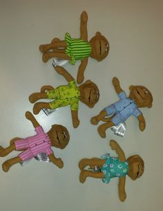 5 Little Monkies finger puppets. R