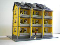 Apartment building Lego Village, Lego Activities, Lego Modular, Vintage Lego, Cool Lego Creations, Lego Design, Lego Architecture, Lego Projects, Lego Moc